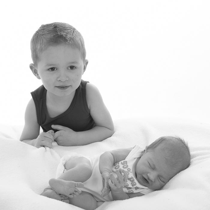 newbornfotografie met broer