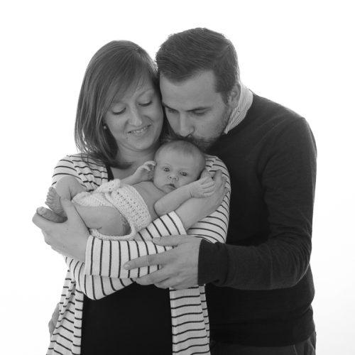 familieportret met pasgeboren baby